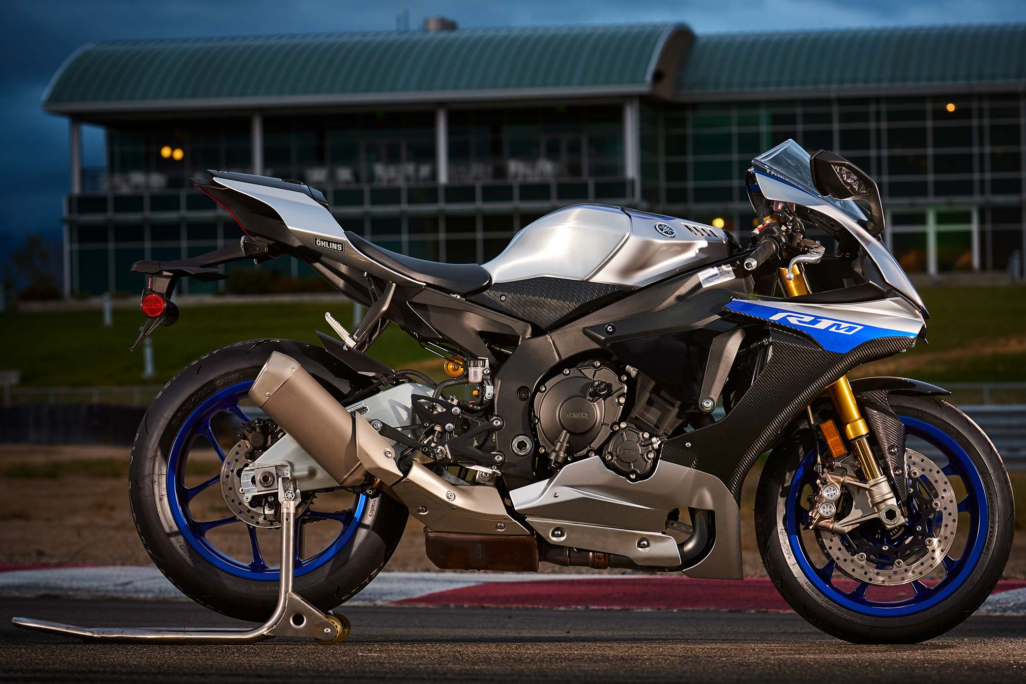 2017 yamaha yzf r1m review for Yamaha moter cycle