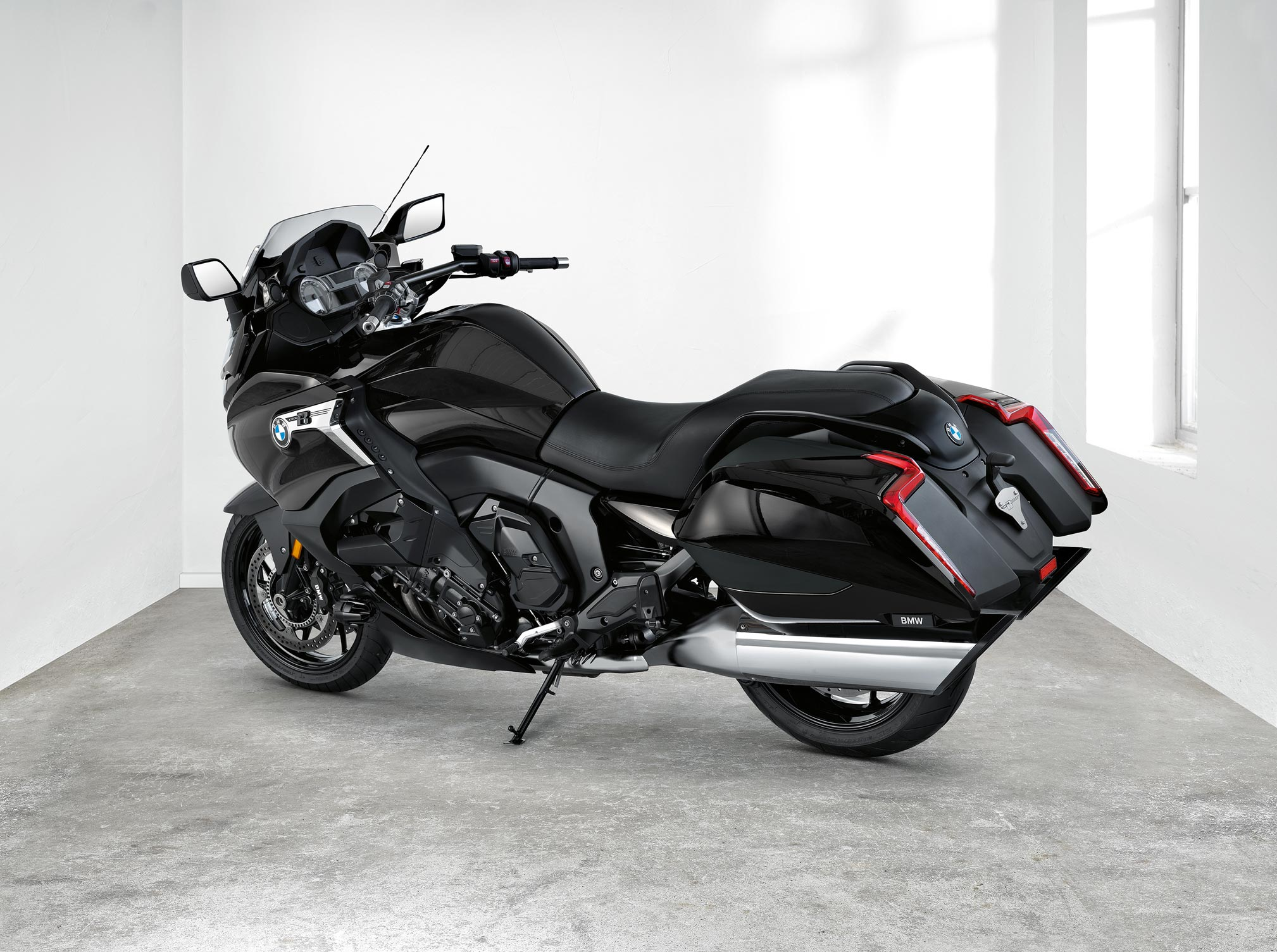 2018 BMW K1600B Review - TotalMotorcycle